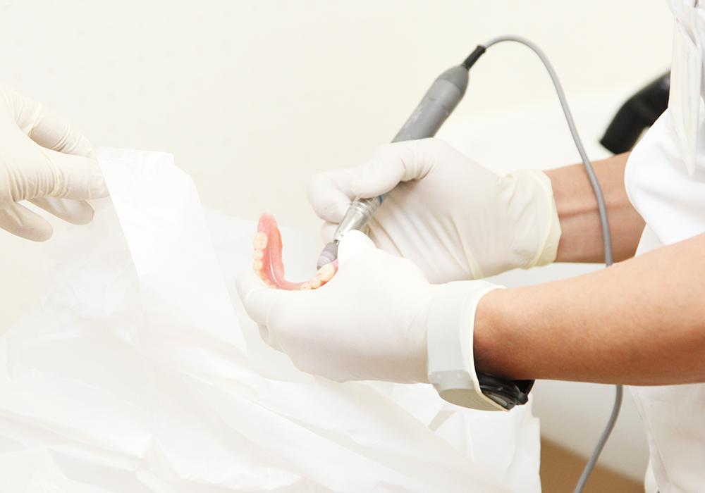 入れ歯治療(入れ歯の製作や調整・修理)